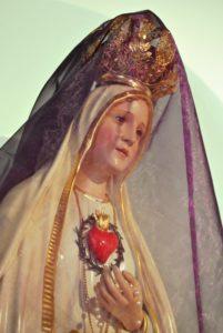 La costumbre de cubrir cruces e imágenes en Cuaresma